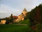 Muzeum narodowe w wiosennym słońcu poranka