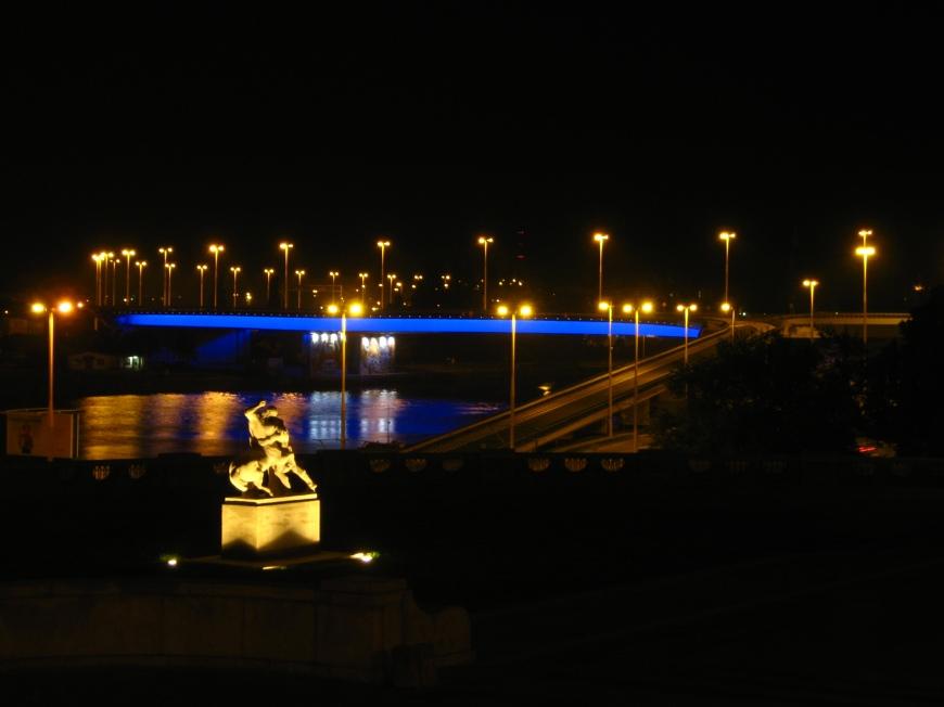 Wały - pomnik i podświetlona trasa zamkowa
